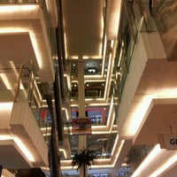 Photo prise au Emporium Pluit Mall par Leo C. le12/2/2012