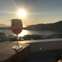 Photo taken at Ios Club - sunset cocktail bar by Maite V. on 8/21/2018