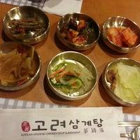 Foto tirada no(a) 고려삼계탕 Korean Ginseng Chicken Soup & Bibimbap por Angela C. em 3/1/2013
