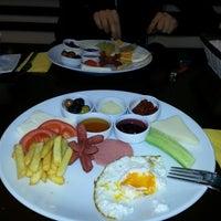 12/22/2012 tarihinde Özge T.ziyaretçi tarafından Bouffe Cafe Restaurant'de çekilen fotoğraf