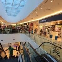 รูปภาพถ่ายที่ Costa Urbana Shopping โดย Sergio A. เมื่อ 3/30/2014