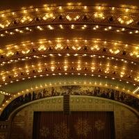 Foto tirada no(a) Auditorium Theatre por Jay Y. em 12/24/2012