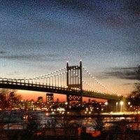 Das Foto wurde bei Astoria Park von Robertstrvltips am 3/14/2013 aufgenommen