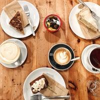 Foto tirada no(a) Cinnamon Coffee Shop por Tatyana V. em 1/28/2018
