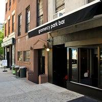 Das Foto wurde bei Gramercy Park Bar von Gramercy P. am 11/20/2012 aufgenommen