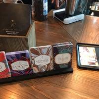 Photo prise au Starbucks par Bin S. le10/21/2018