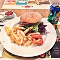 Photo prise au Acibadem Kafeterya par Kaan Y. le1/19/2014