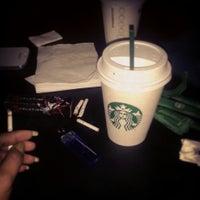 Das Foto wurde bei Starbucks von Zeejulie am 10/18/2013 aufgenommen