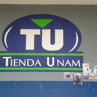 Foto diambil di Tienda UNAM oleh Ross pada 3/16/2013