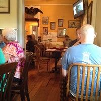 Foto diambil di Walnut Hills Restaurant & Round Table oleh Ericka L. pada 5/23/2014