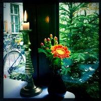 Das Foto wurde bei Café KRONE von Leigh Ann S. am 11/11/2012 aufgenommen