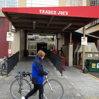 Photo prise au Trader Joe's par Judy K. le11/30/2012