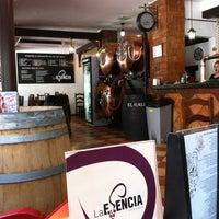 Foto scattata a La Esencia - Vinos y Tapas da Mari Carmen R. il 5/29/2013
