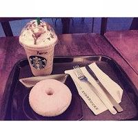 Foto scattata a Starbucks da Adrian L. il 2/5/2013