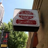 Photo prise au Gladys Knight's Signature Chicken & Waffles par Jason C. le5/24/2013