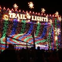 Foto scattata a Austin Trail of Lights da Stephanie L. il 12/28/2012