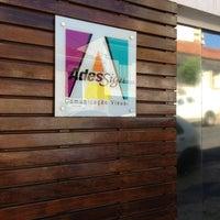 Foto tirada no(a) AdesSign Comunicação Visual por Eduardo F. em 2/22/2013
