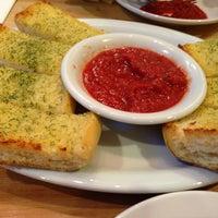 Photo prise au Pizz'a Chicago par Arvind R. le3/17/2013