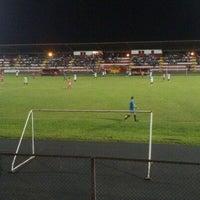 Foto tomada en Estadio Rafael Angel Camacho por Luis Diego R. el 4/7/2013