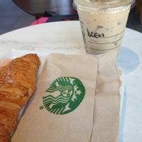 Foto diambil di Starbucks oleh Alexa G. pada 2/8/2013