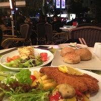 1/5/2013 tarihinde Cem A.ziyaretçi tarafından Beymen Cafe'de çekilen fotoğraf
