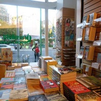 Foto diambil di Greenlight Bookstore oleh Spotted by Locals - city guides by locals pada 9/29/2013