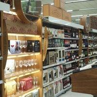 Foto tirada no(a) Supermercado Angeloni por Karla R. em 5/19/2013