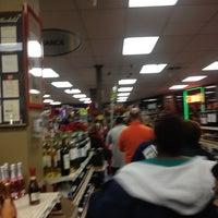 1/1/2013에 Lauren D.님이 Buster's Liquors & Wines에서 찍은 사진