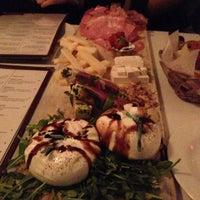 รูปภาพถ่ายที่ 180 Neapolitan Eatery โดย Mary L. เมื่อ 5/5/2013