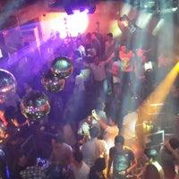 Foto tirada no(a) Kuşadası Club Bar por mursel s. em 6/8/2013