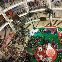 Photo prise au Emporium Pluit Mall par Silvie G. le12/26/2012