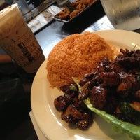12/24/2012 tarihinde Geoff K.ziyaretçi tarafından R2 Restaurant - Ray-Ray'de çekilen fotoğraf