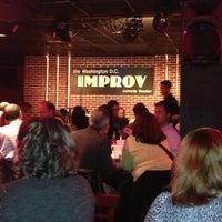 Photo prise au DC Improv Comedy Club par Vanna J. le3/29/2013