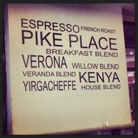 Foto tirada no(a) Starbucks por Nes Venus em 10/31/2013
