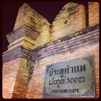 Foto scattata a Tha Phae Gate da Tena P. il 4/21/2013