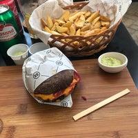Foto tirada no(a) Real Burger por André F. em 2/27/2018