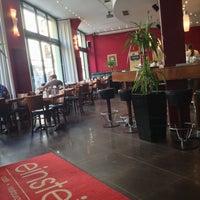 Das Foto wurde bei Café Einstein von Jane L. am 10/19/2013 aufgenommen