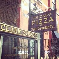 Photo prise au Chicago Pizza and Oven Grinder Co. par Alaina R. le5/11/2013