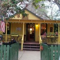 รูปภาพถ่ายที่ Hidden House Coffee โดย Stephen B. เมื่อ 2/3/2013