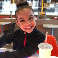 Foto tomada en McDonald's por Mayte ✌🏻️ M. el 5/18/2018