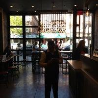 Photo prise au New York City Bagel & Coffee House par Edmund O. le5/4/2013
