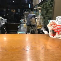 Foto tomada en Starbucks por Yutaka I. el 10/6/2017