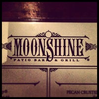 Foto tomada en Moonshine Patio Bar & Grill por Chuck P. el 3/8/2013