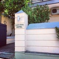 Снимок сделан в angela's house hotel пользователем Teri A. 7/27/2014