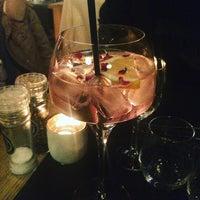 Photo prise au Noa Resto-Lounge-Bar par Jane D. le1/5/2017