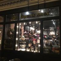 รูปภาพถ่ายที่ Goorin Bros. Hat Shop - West Village โดย David V. เมื่อ 12/27/2015