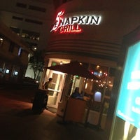 Foto diambil di 5 Napkin Grill oleh Samantha S. pada 12/12/2012