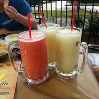 Foto tomada en La Parrilla Mexican Restaurant por Trisha P. el 4/17/2013