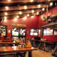 Photo prise au Rudy's Country Store & Bar-B-Q par Jackson W. le7/23/2013