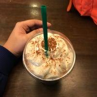 Das Foto wurde bei Starbucks Coffee von Charlie D. am 8/23/2018 aufgenommen